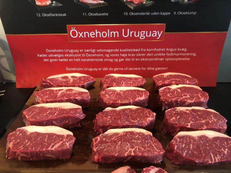 Öxneholm Uruguay Striploin skåret ud til steaks på spækbræt
