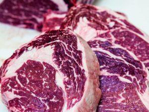 Ribeye udskåret til steaks